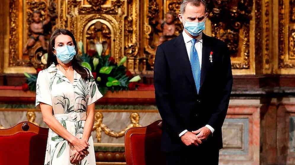 Foto: Felipe VI y Letizia, en la iglesia de San Martín Pinairo. (Limited Pictures)
