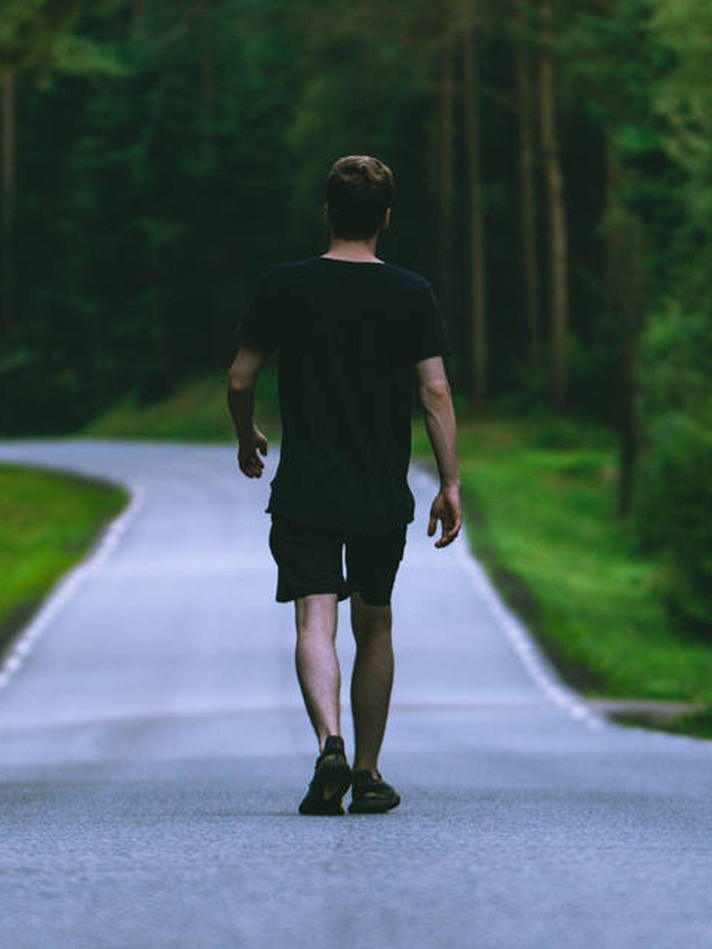 Caminar a diario es una de las mejores formas de adelgazar (Magne para Unsplash)