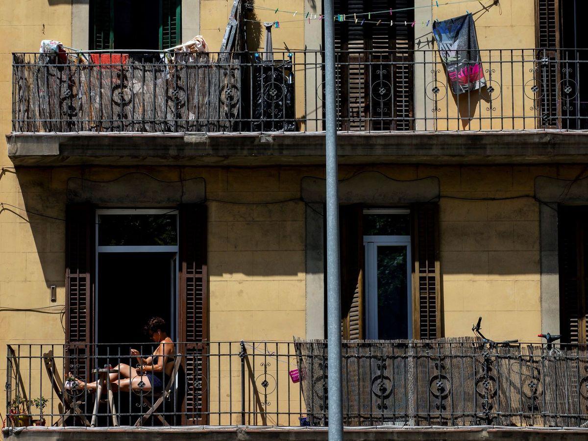 Foto: Un bloque en Barcelona, en una imagen de archivo. (EFE)