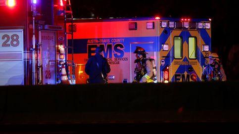 Impresionante explosión de una casa en Texas tras empotrarse un coche contra la fachada