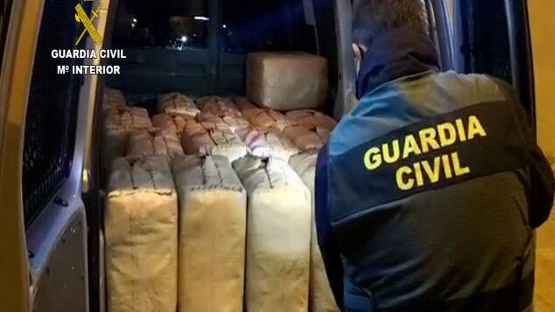 Liberan a una persona secuestrada por narcotraficantes en un chalet de Valencia