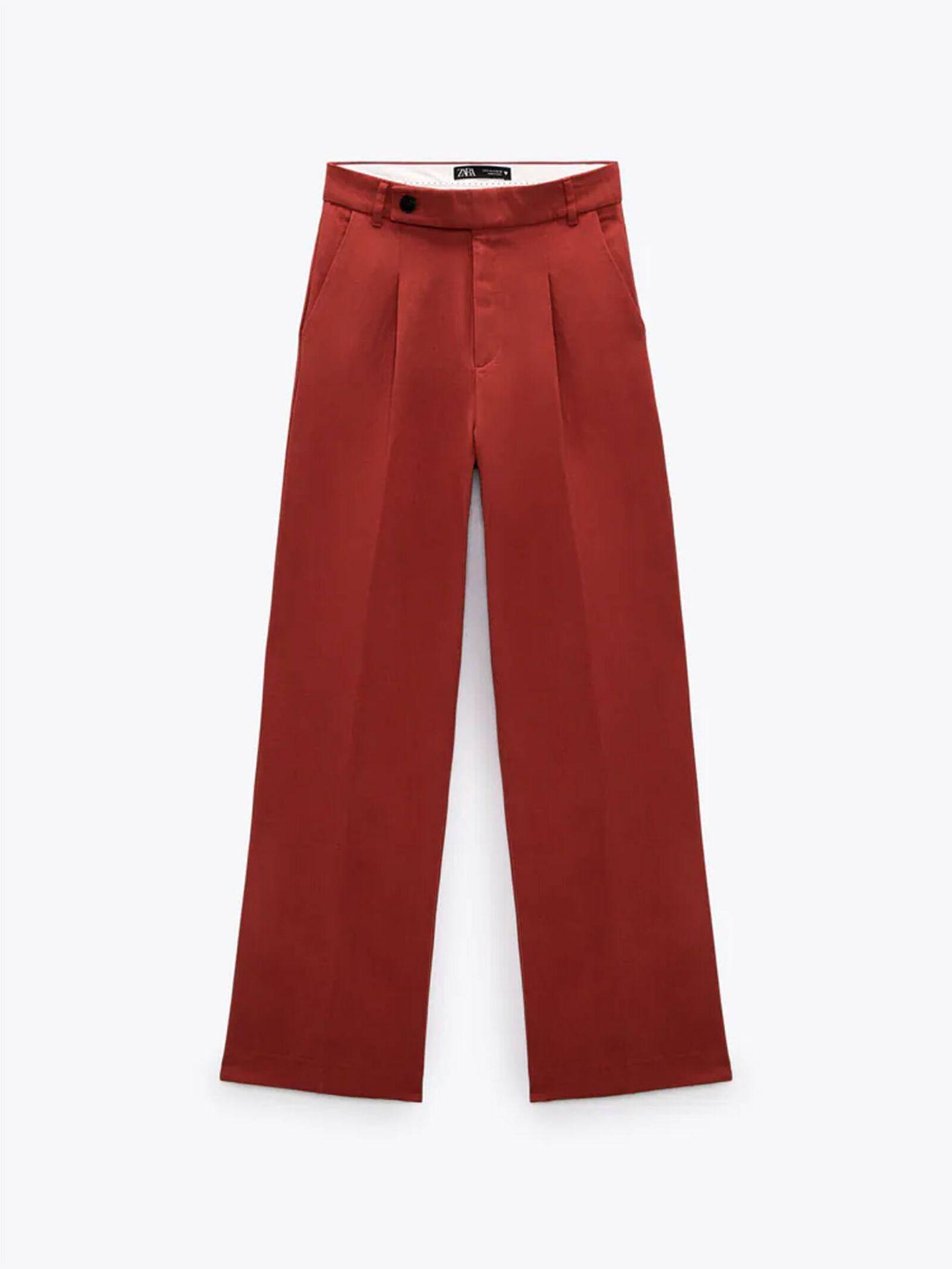 Pantalón de lino en color teja de Zara. (Cortesía)