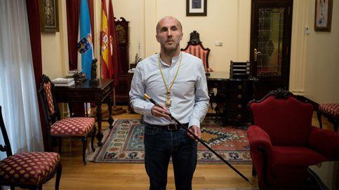 El alcalde de Ourense subastará su coche oficial y viajará en taxi por la ciudad