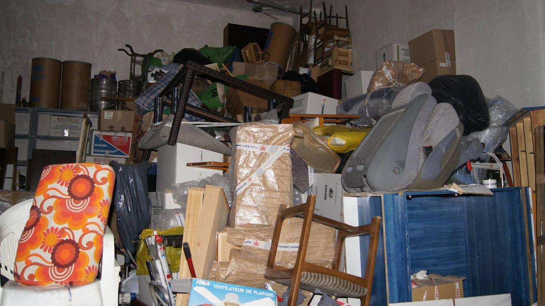 Parte de los muebles almacenados. (EC)