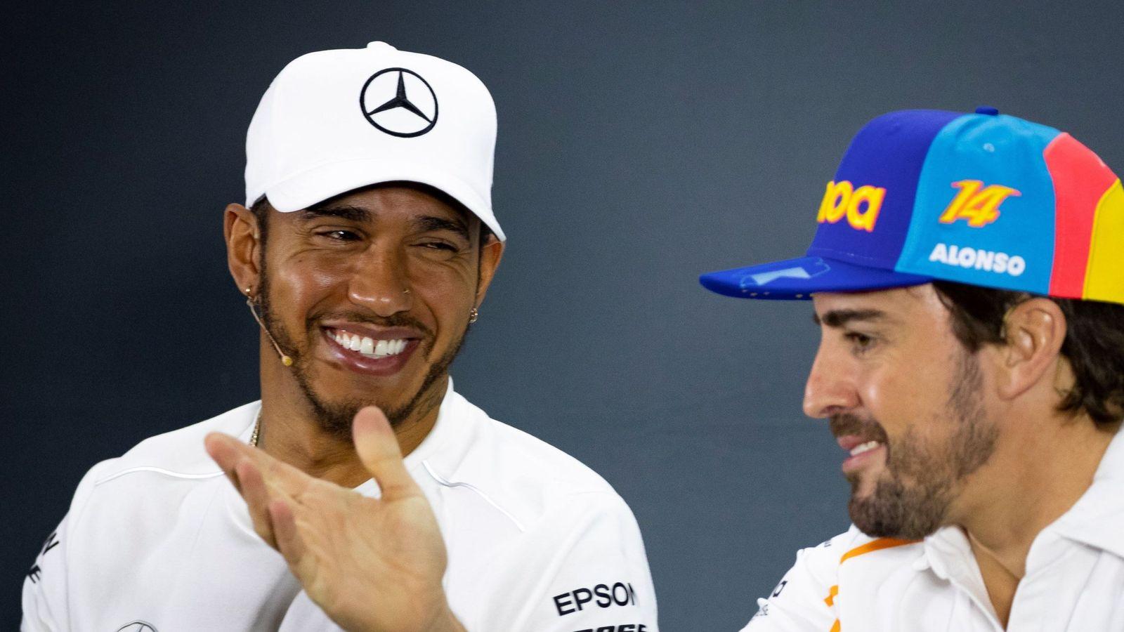 Foto: Fernando Alonso y Lewis Hamilton en la rueda de prensa del Gran Premio de Abu Dabi este jueves. (EFE)