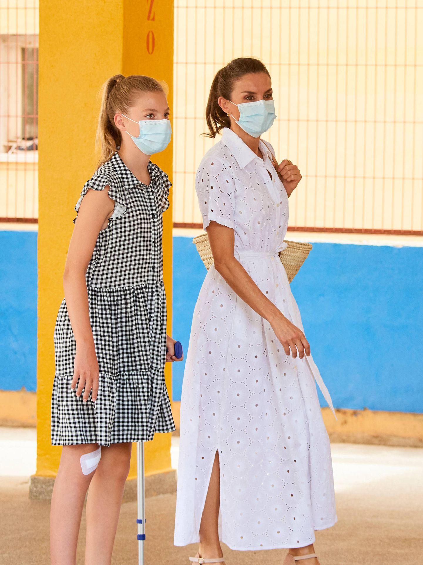 La reina Letizia y la infanta Sofía, el martes en Mallorca. (Limited Pictures)