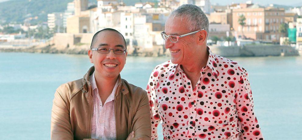 Foto: Lluís Miñarro junto a Apichatpong Weerasethakul, al que produjo la Palma de Oro en Cannes 'El tio Boonmee recuerda sus vidas pasadas' (EFE)
