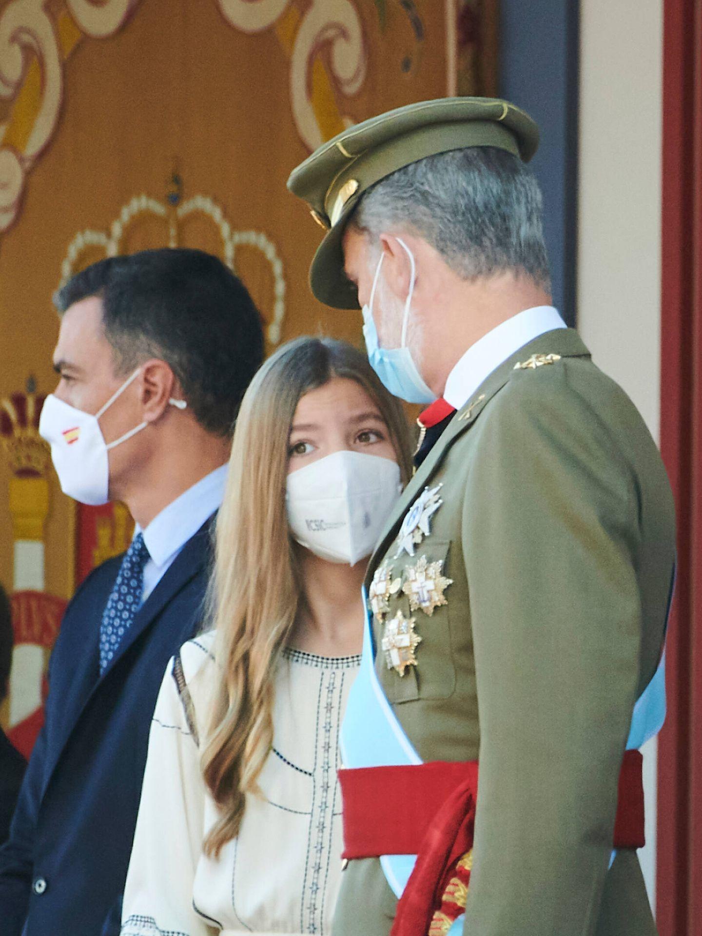 La infanta Sofía, junto al rey Felipe. (Limited Pictures)