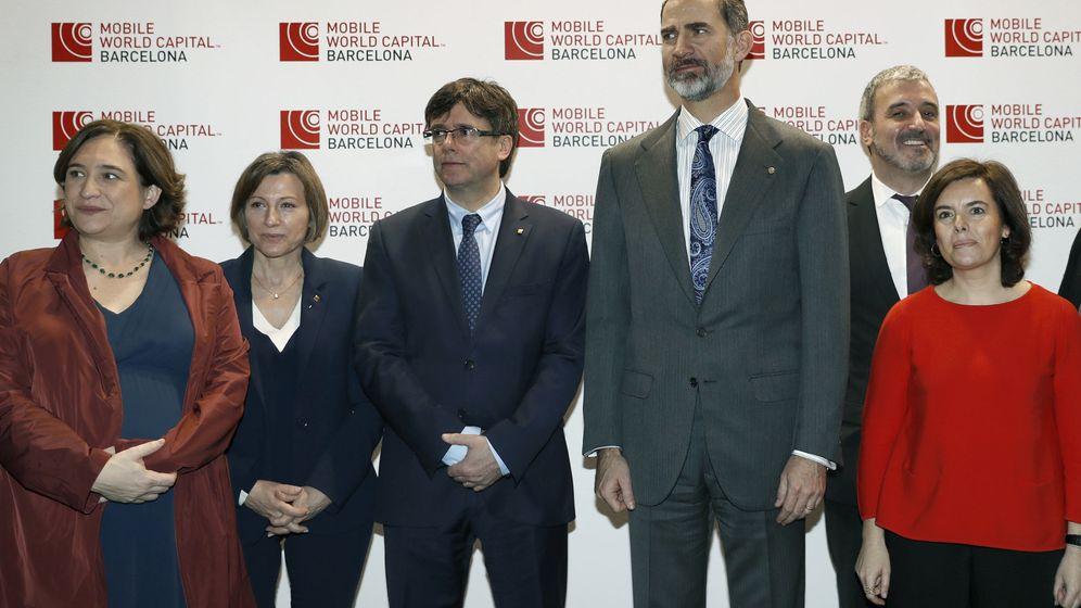 Foto: El Rey y Puigdemont abren de la mano la mayor feria tecnológica del mundo. (EFE)