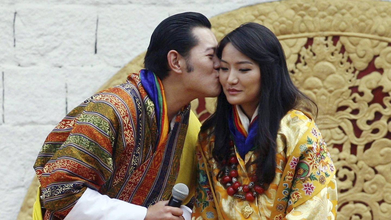 Los reyes de Bután, tras su boda en 2011. (EFE)