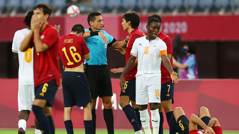 Instante del partido entre España y Costa de Margil. (Reuters)