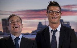 Las gafas de pasta que le han robado el protagonismo a Ronaldo