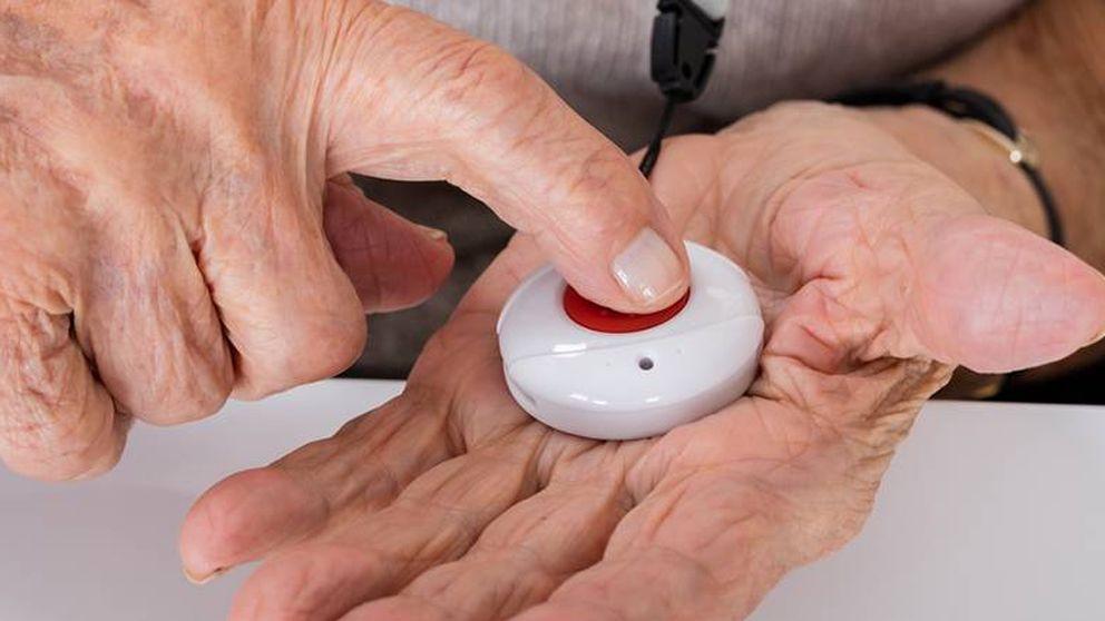 Detrás del 'botón del pánico' para ancianos: Hacemos trabajo de enfermeros sin serlo