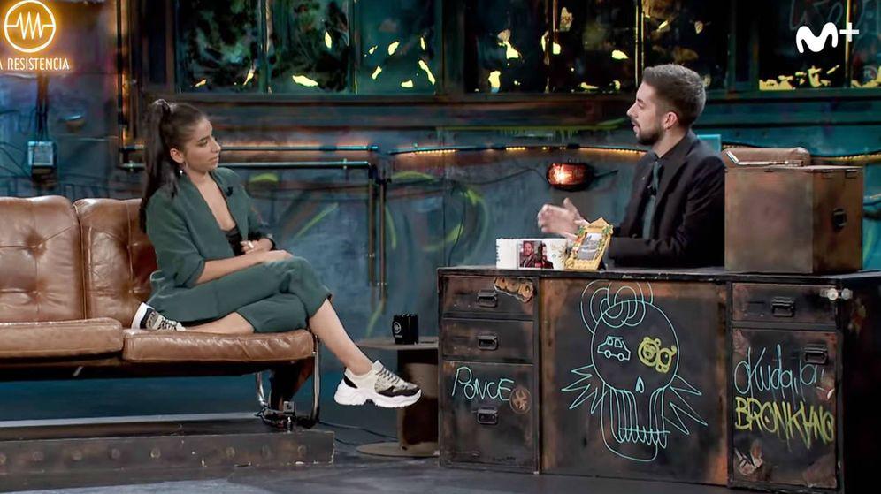 Foto: Carolina Yuste con David Broncano en 'La resistencia'. (Youtube)