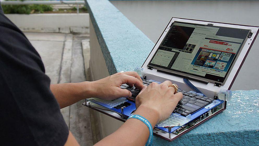 Un portátil construido (casi) íntegramente con 'hardware' libre
