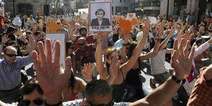 Las marchas de los 'indignados' copan pacíficamente Barcelona y Madrid