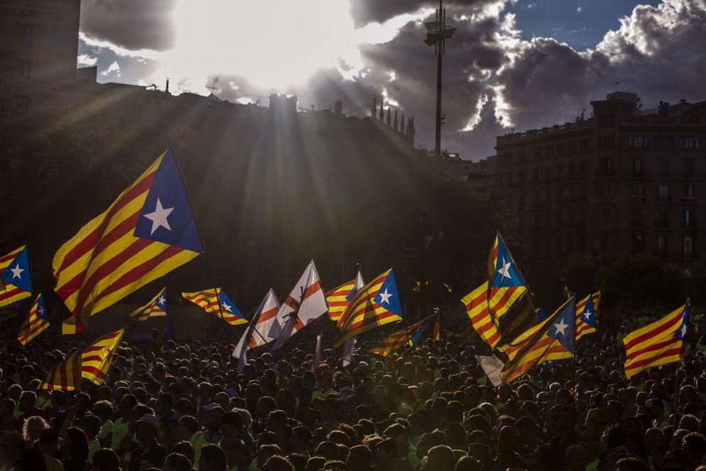 Foto: Vista de la plaza de Catalunya de Barcelona durante la tradicional manifestación convocada por la ANC con motivo de la Diada del 11 de septiembre. (EFE)