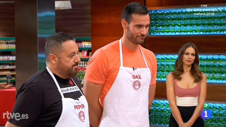 Los concursantes de 'MasterChef Celebrity', ante la atenta mirada de Eva González