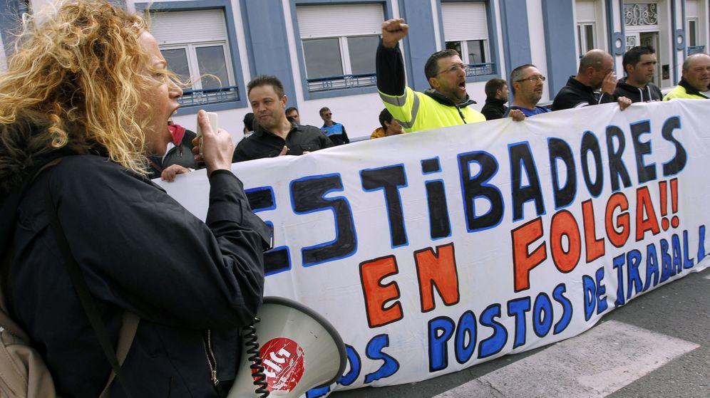 Foto: Estibadores de Ferrol en huelga el pasado 5 de junio (EFE)