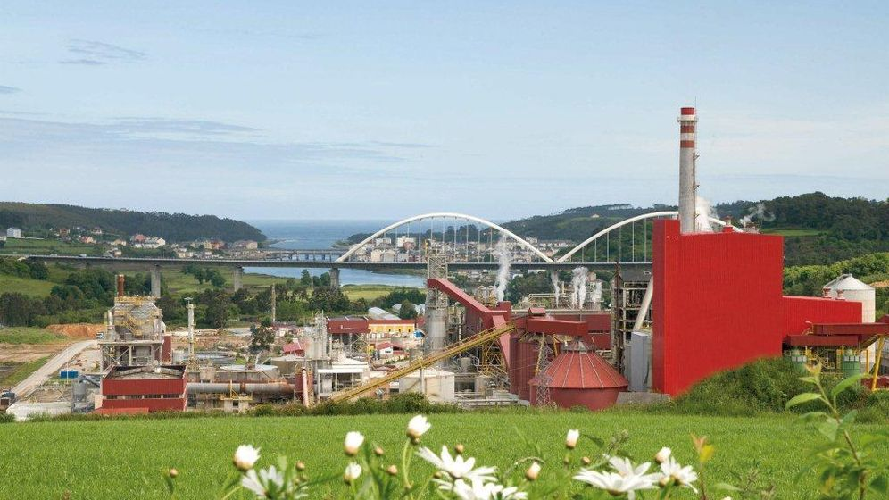 Foto: Fábricas de celulosa de Ence en Navia.