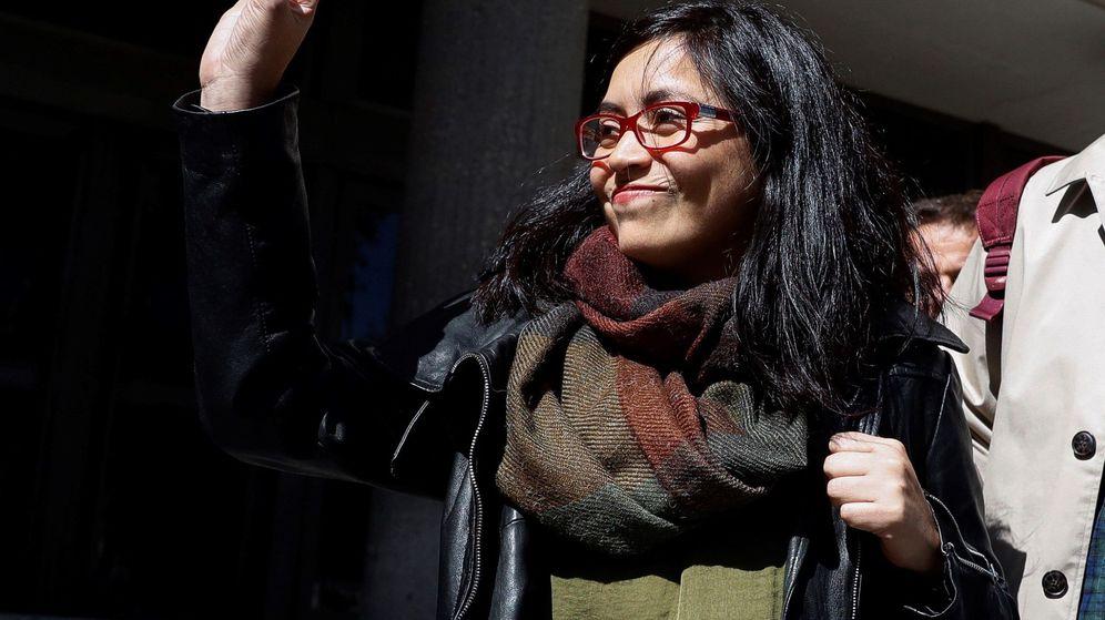 Foto: La concejala madrileña Rommy Arce, tras su salida del Juzgado de Instrucción número 12 de Madrid. (EFE)