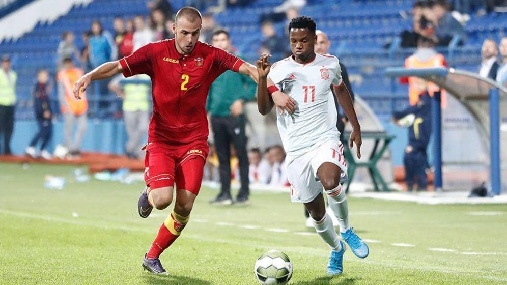 Foto: Ansu Fati, en una acción de ataque en el partido contra Montenegro. (@sefutbol)