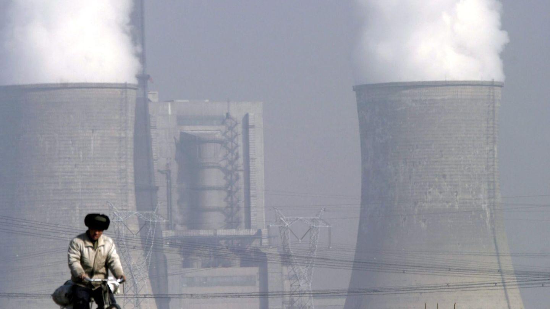 Torres de refrigeración de la central de carbón de Shengtou, en China. (EFE)