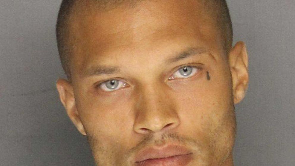 El preso más guapo sale de la cárcel listo para iniciar su carrera como modelo
