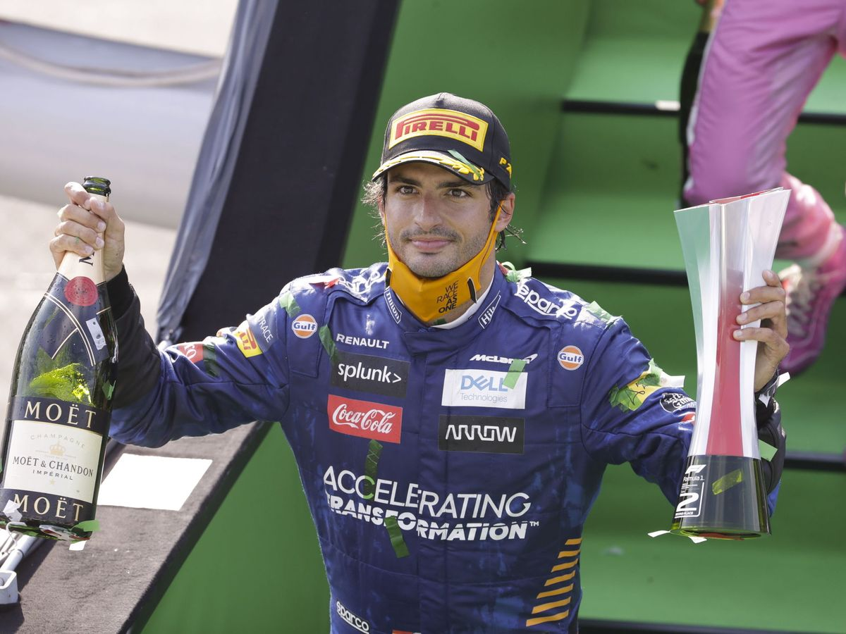 Foto: Carlos Sainz celebra en Monza su segundo podio en la Fórmula 1. (EFE)