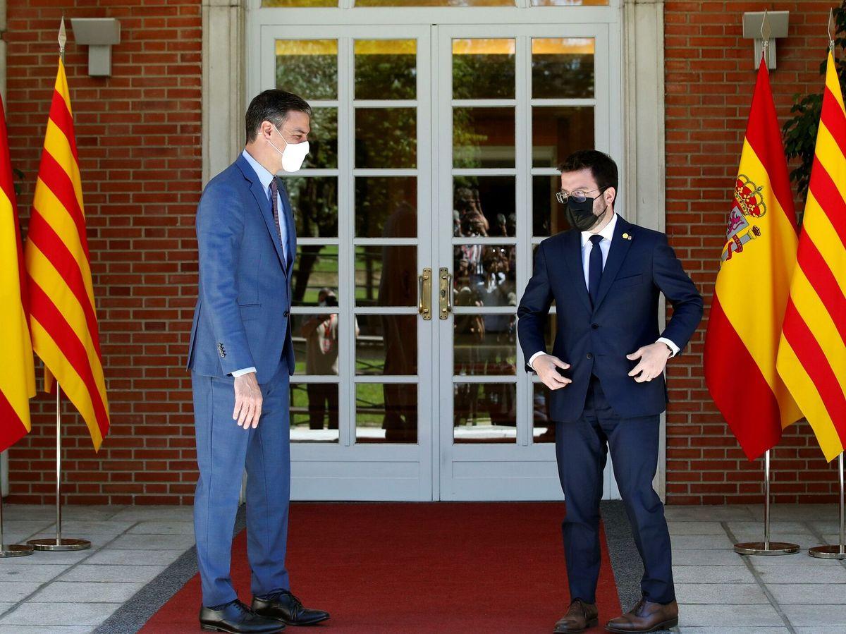 Foto: El presidente del Gobierno, Pedro Sánchez (i), recibe al presidente de la Generalitat, Pere Aragonès. (EFE)