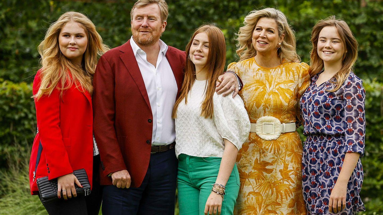 Los reyes de Holanda, con sus hijas. (EFE)