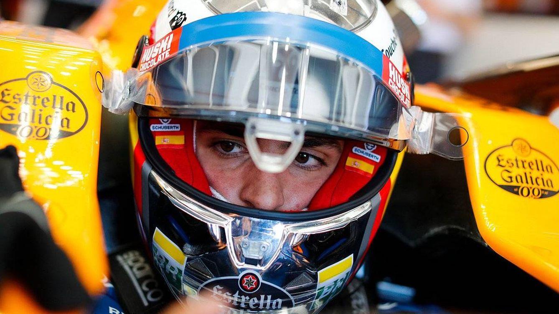 Una carrera que se complica: Carlos Sainz se comió una curva, pero también una sanción