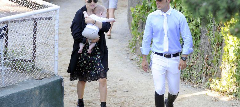 Foto: Marta Ortega, Sergio Álvarez y su hijo Amancio el pasado mes de septiembre en Barcelona. (I.C.)