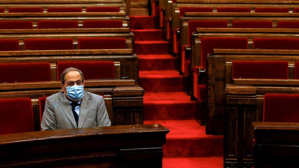 Foto:  El presidente de la Generalitat, Quim Torra, espera en su escaño para intervenir en el pleno monográfico (EFE)