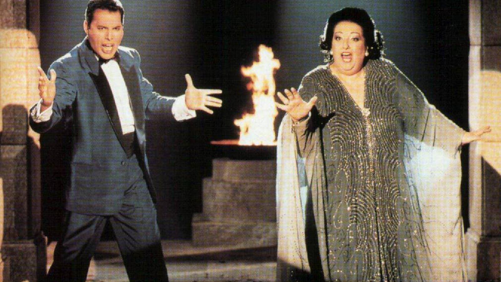 Foto: Freddie Mercury y Montserrat Caballé interpretando 'Barcelona'.