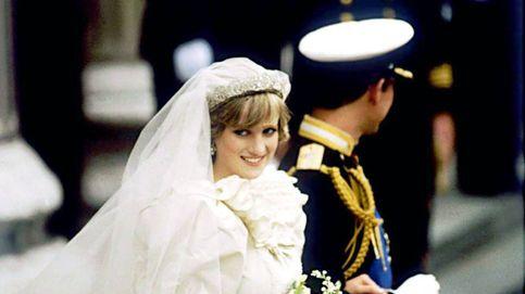39 años de la boda de Carlos y Lady Di: los problemas del vestido real más icónico