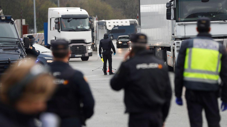 Los sindicatos policiales denuncian la falta de test y cifran en 14.000 los positivos y aislados