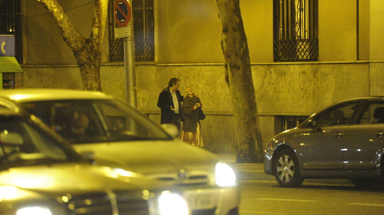 La pareja, paseando por la calle Princesa. (VA)