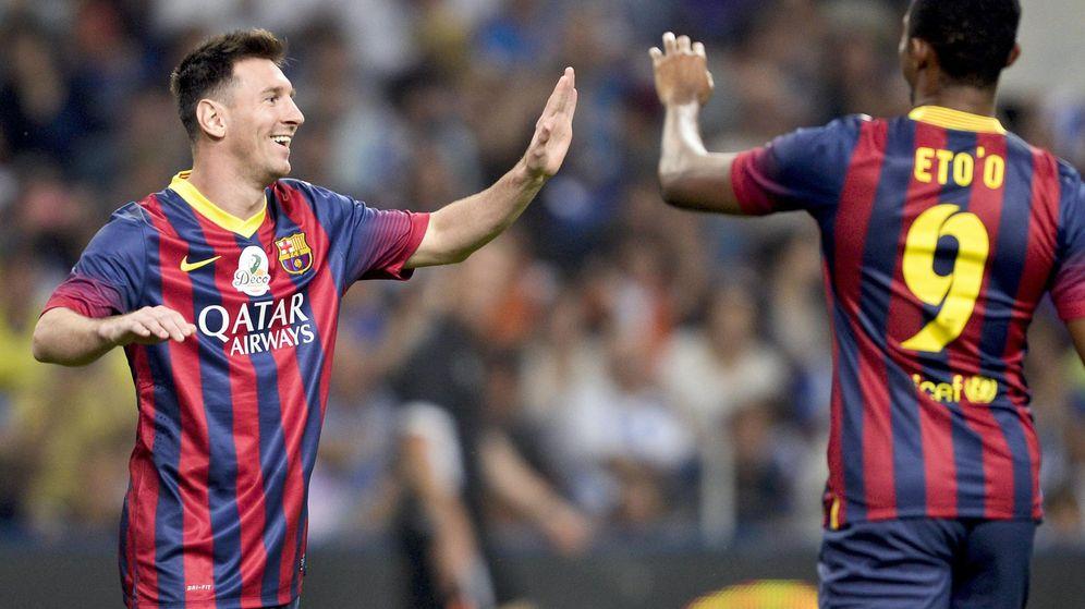 Foto: Leo Messi y Eto'o en un amistoso en 2014 en el homenaje a Deco. (EFE)