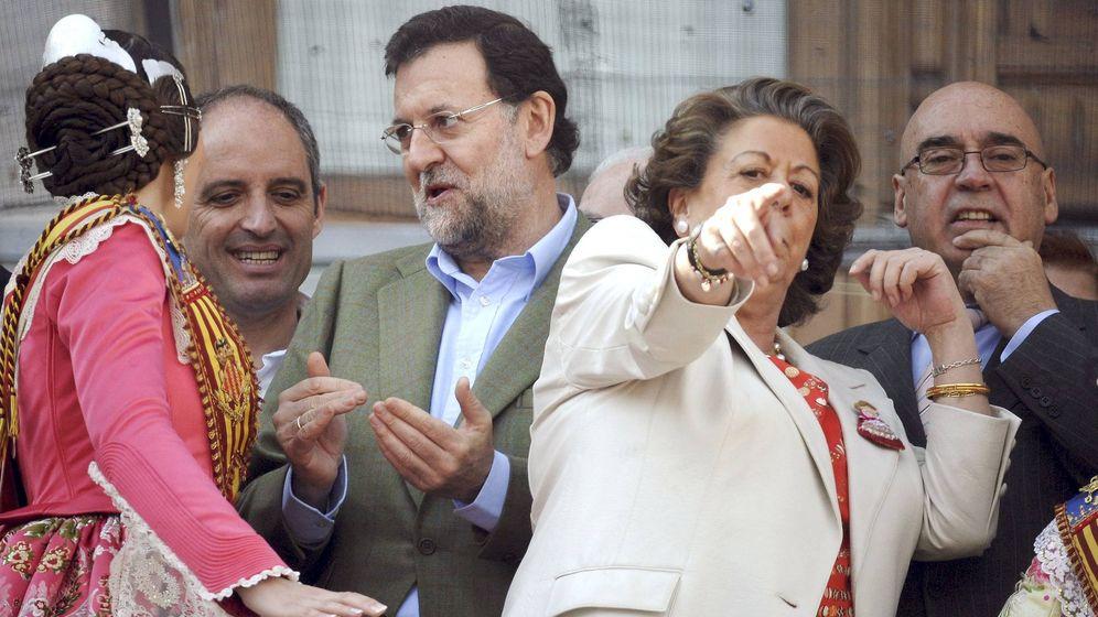 Foto: Barberá, con Rajoy y Camps, en las Fallas de Valencia. (EFE)