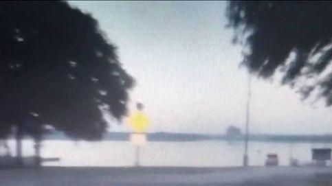 Un conductor ebrio huye de la policía en Texas y termina con su coche en un lago