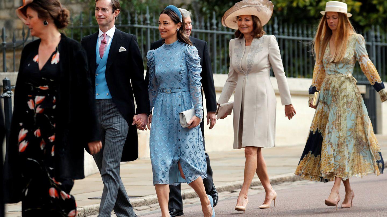 Alizee Thevenet, junto a los Middleton en la boda de Lady Grabiella. (Reuters)