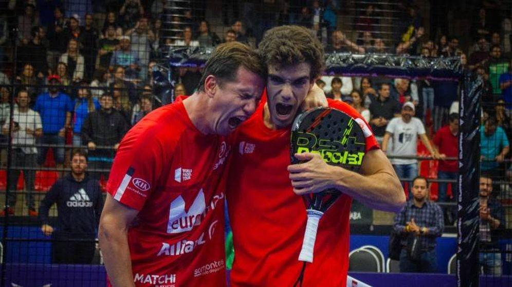 Foto: Paquito Navarro y Juan Lebrón celebrando su victoria. (WPT)