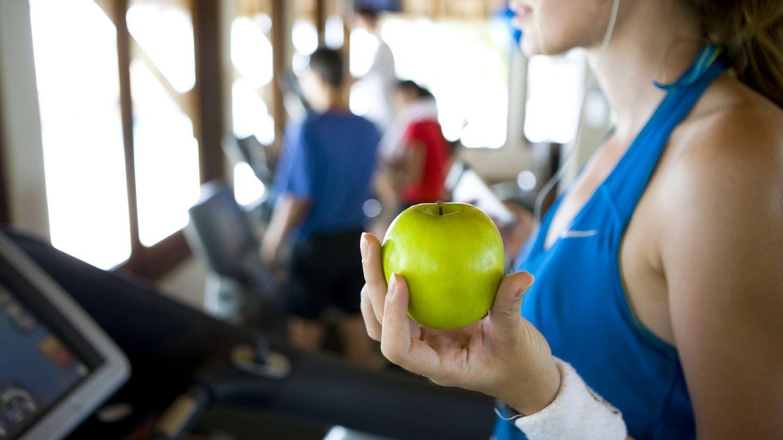 Foto: Alimentación y ejercicio deben ir siempre de la mano. (iStock)
