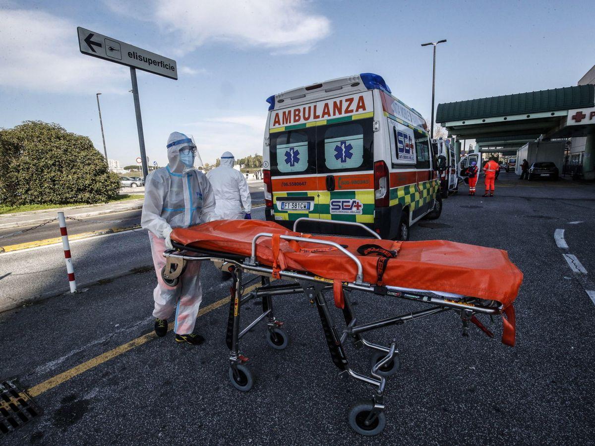 Foto: Una ambulancia en Roma. (EFE)