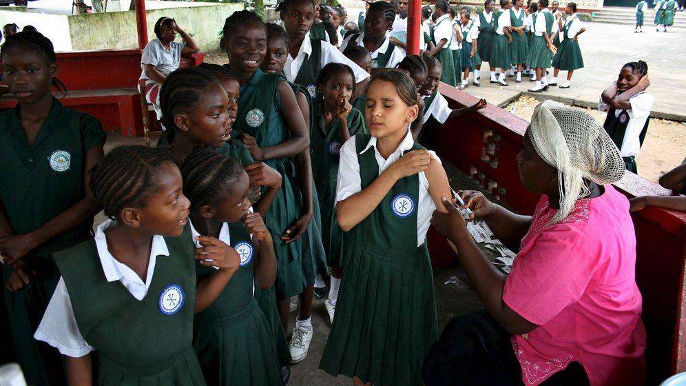 Foto: La vacuna contra la malaria llegará cada año a 360.000 niños africanos (EFE/Ahmed Jallanzo)