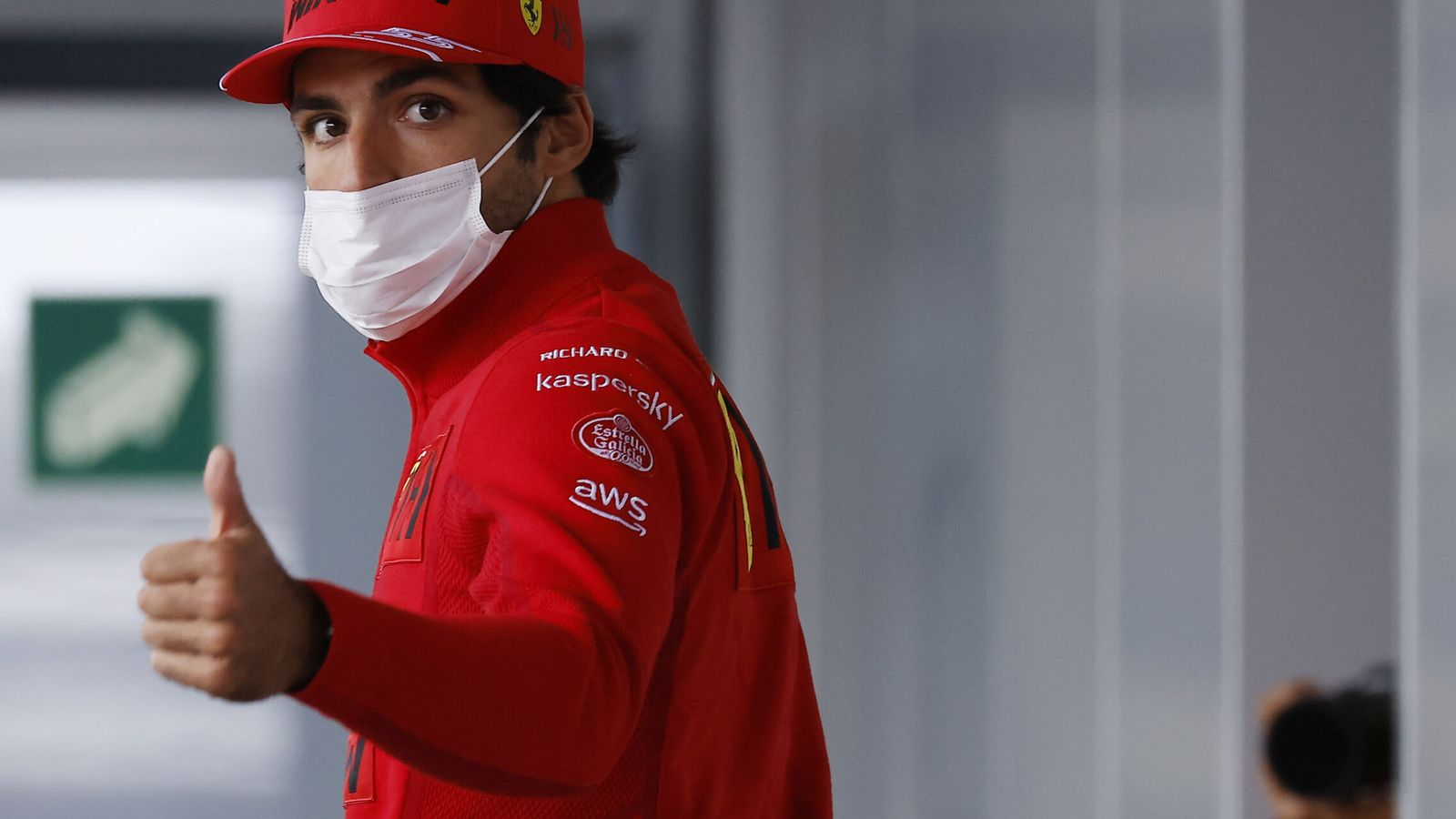 Foto: Sainz mira con optimismo la carrera de Rusia