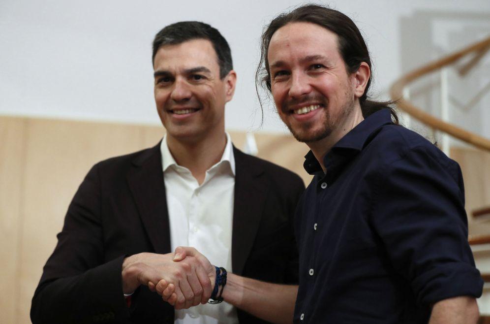 Foto: Pedro Sánchez y Pablo Iglesias durante su última reunión pública, el pasado 30 de marzo en el Congreso. (EFE)
