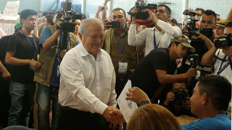 La Fiscalía de El Salvador ordena detener al expresidente Sánchez Cerén por blanqueo