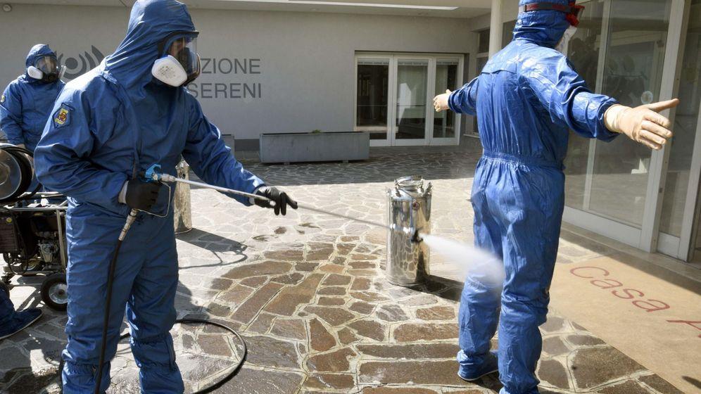 Foto: Desinfección en Treviglio (Italia). (EFE)